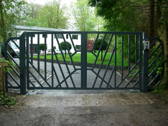 Mordern metal gate which is green colour painted in a pleasant environment